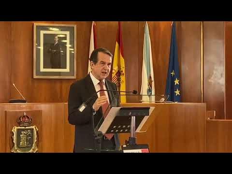 Caballero explica que Vigo dedica el triple que la Xunta a colegios de Primaria, que son competencia de la comunidad