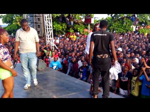 Wanafunzi wa chuo mwanza wakifanya mapenzi hosteli doovi