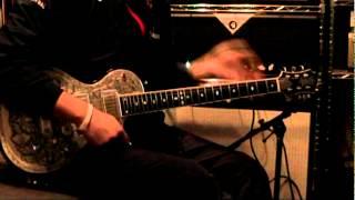 「君も布袋寅泰になれる」のギタオケに合わせて弾いてみました。 布袋さ...