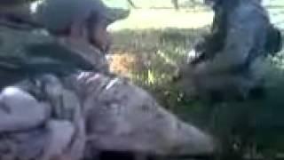 مسرب: مقتل أحد عناصر ميليشيا حزب الله قنصاً بينما كان يتحدث مع زملائه