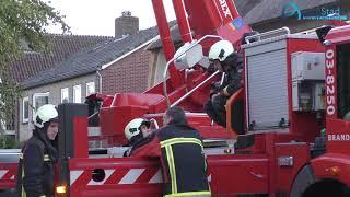 Brandweer veegt schoorsteen na brandje in Assen-Oost