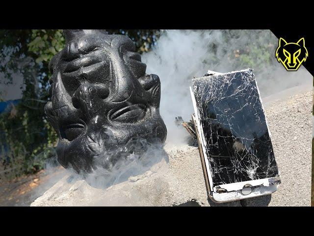 iPhone 7 vs Many Face God Mace