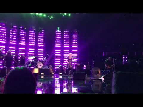 "Kelly Clarkson Live ""Behind These Hazel Eyes"" Private Concert From The Voice Stage"