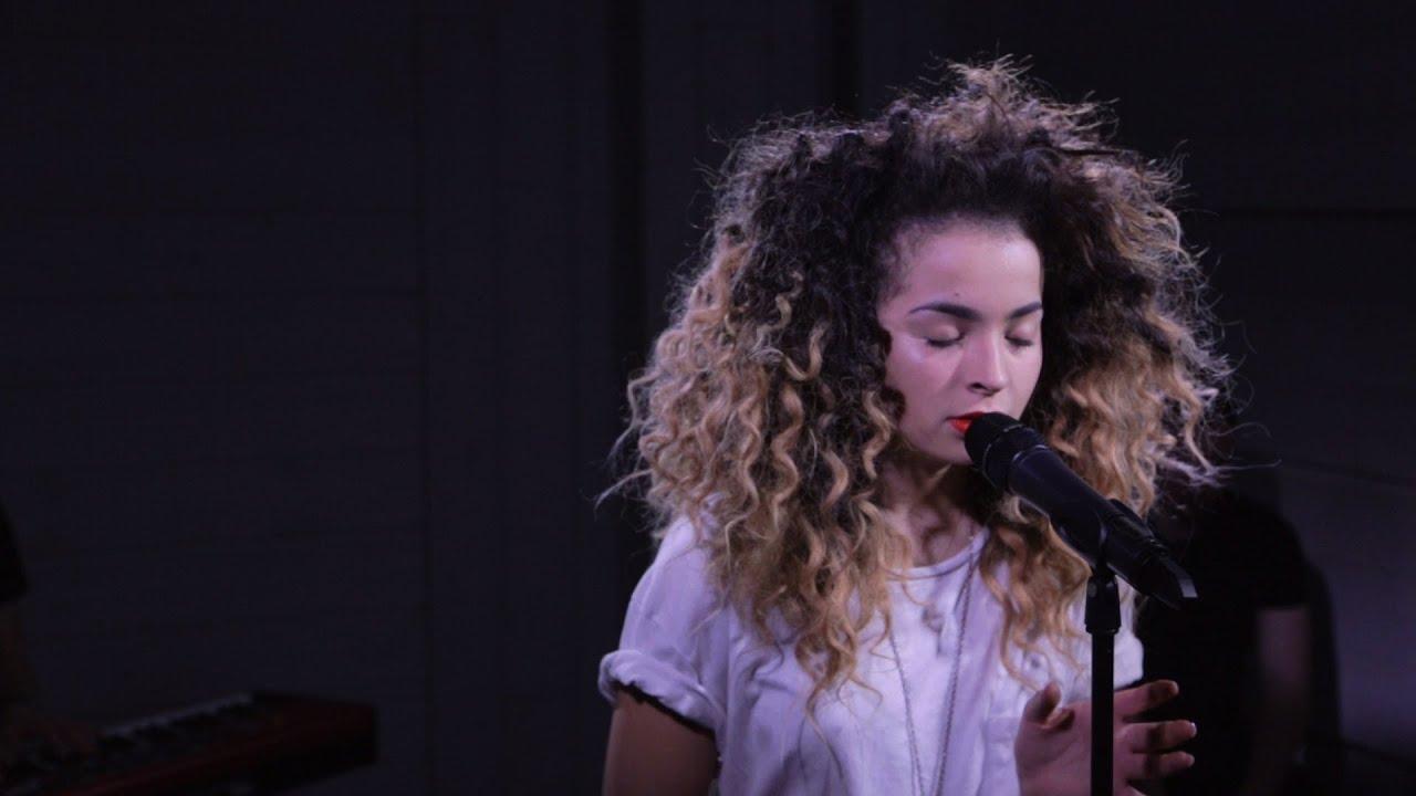Download Ella Eyre: Deeper (acoustic live at Nova Stage)