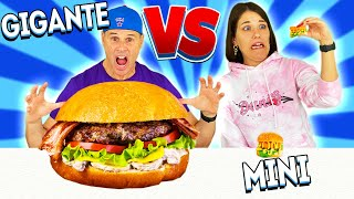 COMIDA GIGANTE 🍔 vs COMIDA MINI 🍕   Yippee Family