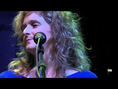 "Bela Fleck & Abigail Washburn - ""His Eye Is On The Sparrow"" (eTown Webisode #674)"