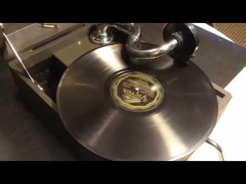 Circa 1930 Columbia Viva-Tonal G-50 Portable Phonograph