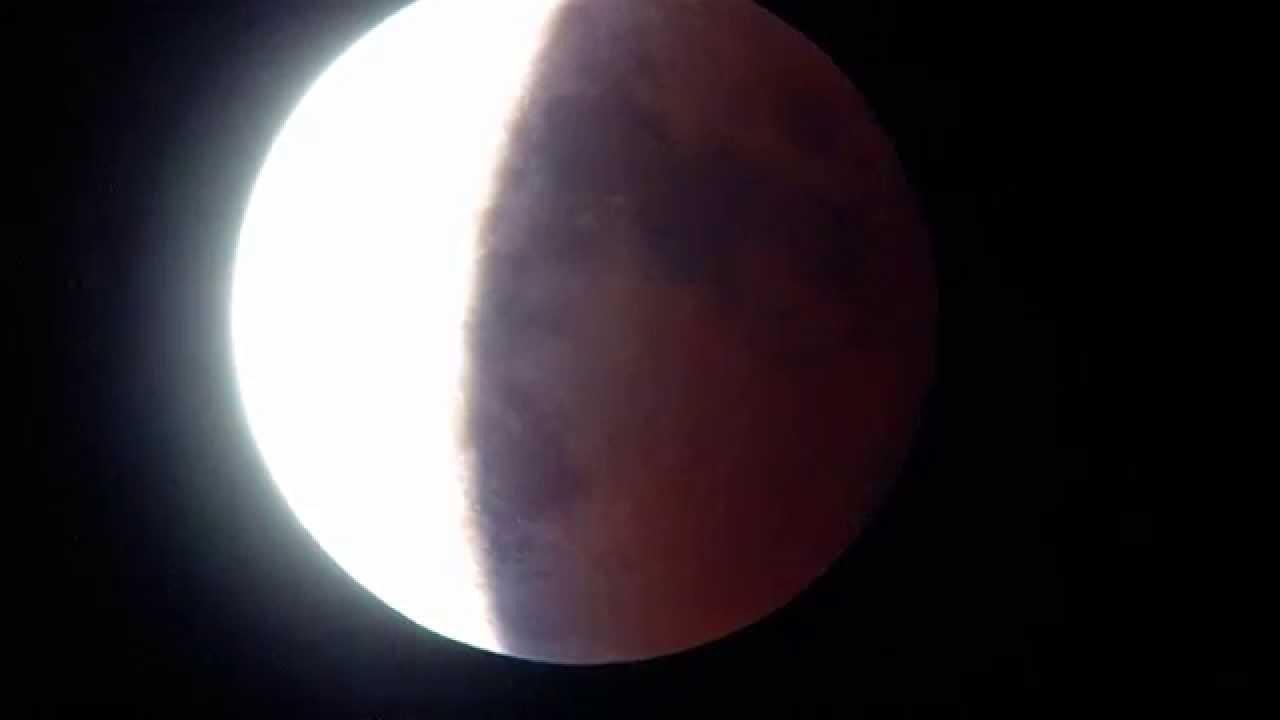 皆既月食のブルーベルト - YouTube