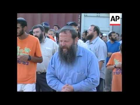 Settlers dismantle synagogue before leaving Gaza