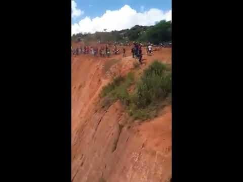 Aksi Motor Cross Di Tebing Tinggi Yang Menakjubkan