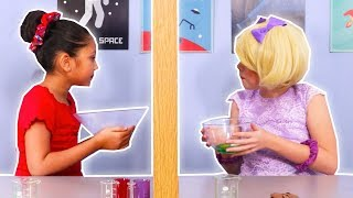 Twin Telepathy Challenge 👯 Esme Vs. Isabella - Magic Potion - Princesses In Real Life | Kiddyzuzaa