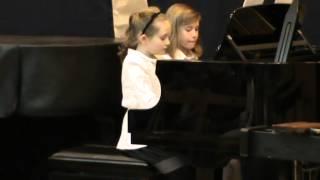 Ania i Emilia (9 l.): kolęda