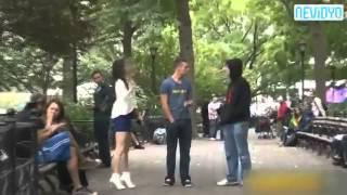 Genç kız bir tomar parayı görünce.. :D