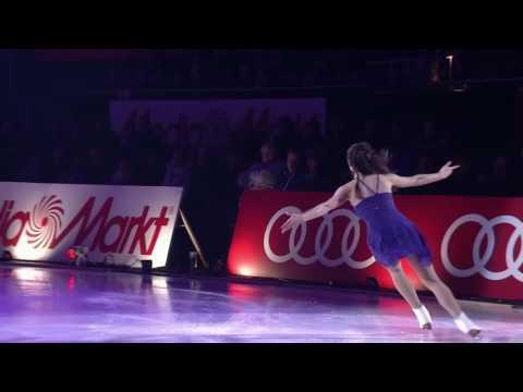 "Spotlight's Media Markt Eisgala 2016 - Michael Schulte ""Supergirl"" with Alissa Czisny"