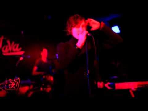 Demi Mondaine singing