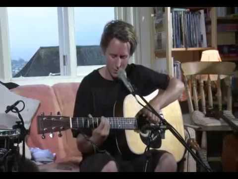 ben-howard-dancing-in-the-dark-mracousticremedy