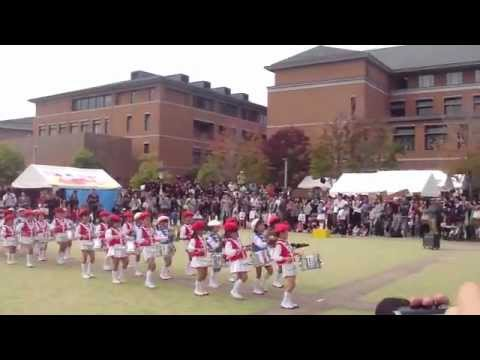 """Cutest Marching Band Playing Arashi's """"Troublemaker"""""""