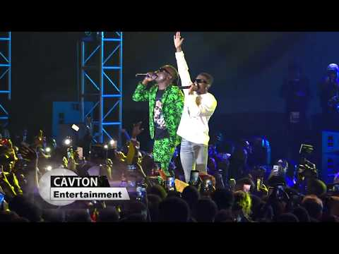 Wizkid pays tribute to Moze Radio at his concert at Kololo #Starboy