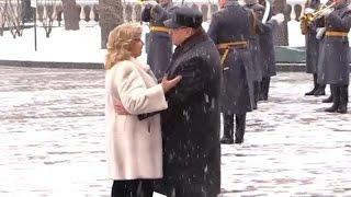 Жириновский и Москалькова исполнили вальс  у стен КРЕМЛЯ    (23.02.2017)