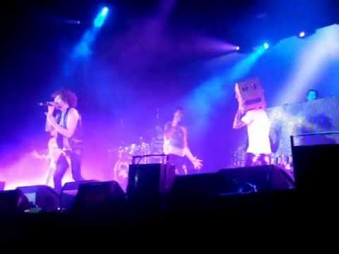 Download LMFAO - Champagne Showers (live in Moscow)