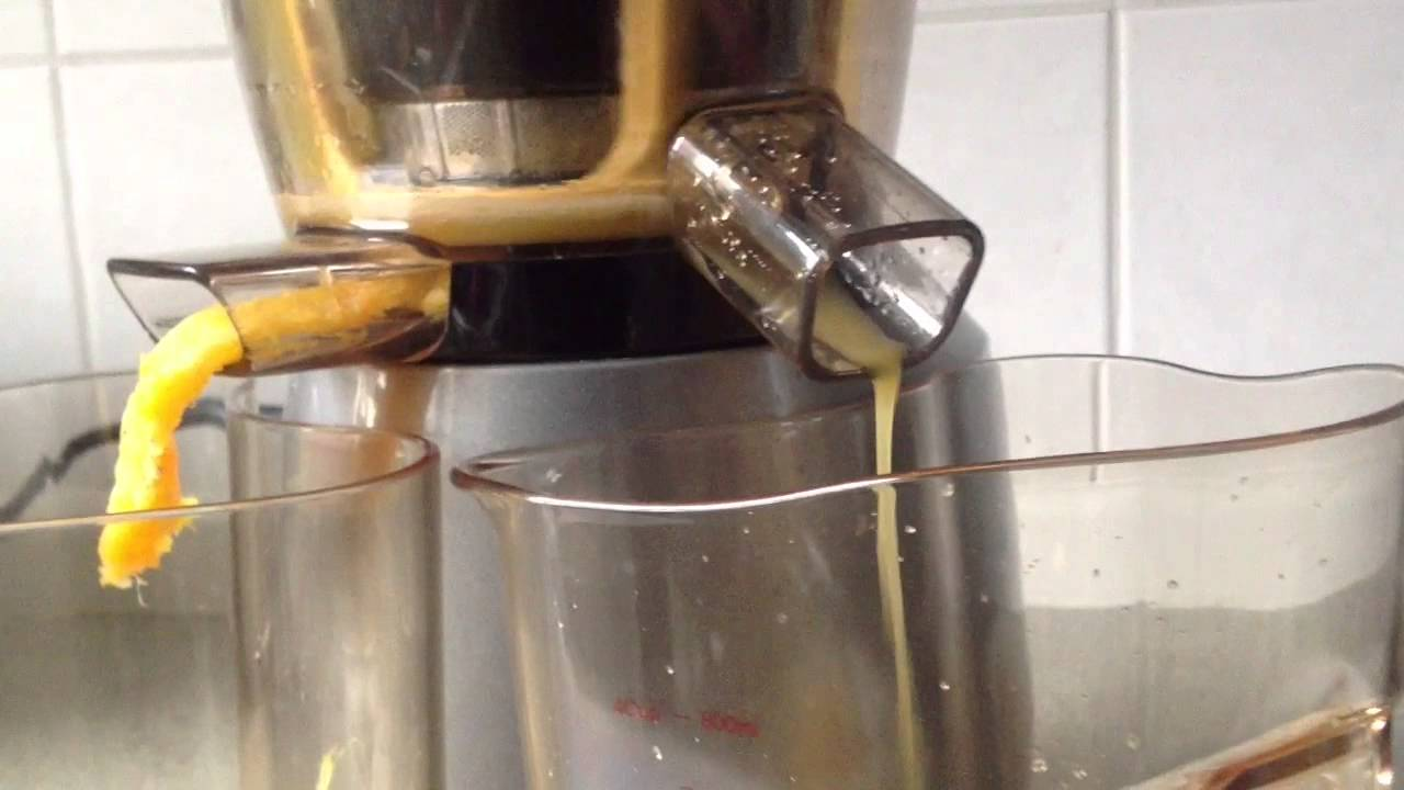 Hurom Slow Juicer HU-400 (In Action) - YouTube