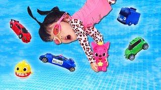 회오리바람이 때문에 아기상어 타요 핑크퐁인형이 사라졌어요! 할아버지와 유니와 함께 아기상어 가족을 찾아볼까요? Yuni and Grandfather saves toy Minibus
