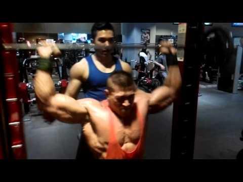 binaraga indonesia latihan otot bahu di mega gym osbond