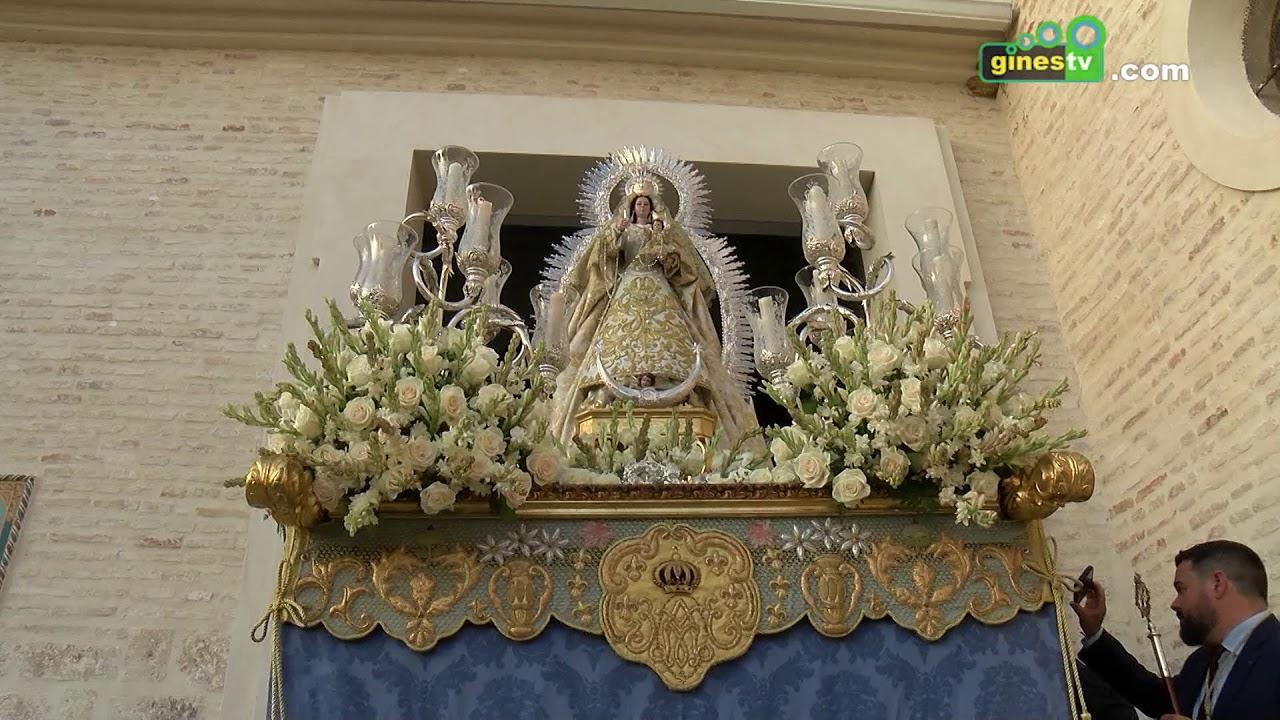 Nuestra Señora del Rosario y Santa Rosalía recorrieron las calles de Gines como cada mes de octubre