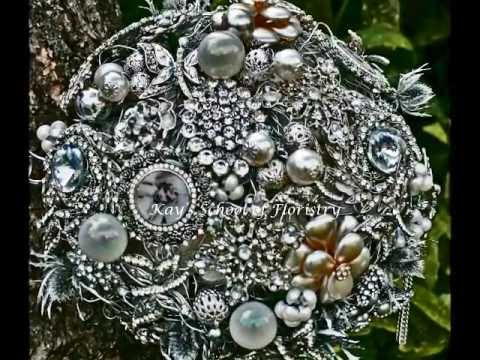 vintage-brooch-bouquets