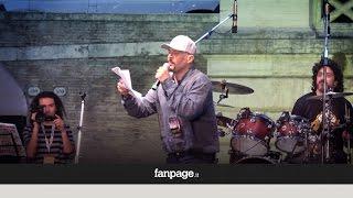 Claudio Santamaria canta