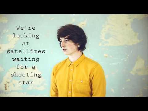 Lewis watson - bones (lyrics)