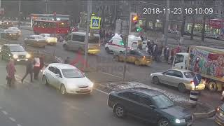 Внедорожник сбил сразу несколько человек на переходе. ДТП  МосковскийГагарина. 23.11.18