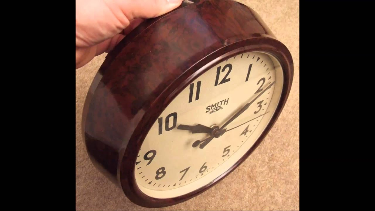 Vintage Smiths Made In England Mains Bakelite Clock
