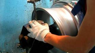 А вот как делают ремонт диска(Парнишка молоток! баланс вывел в
