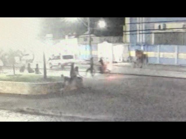 ARRASTÃO: ASSALTANTES ROUBAM MOTO E CELULARES NO CENTRO DE ITAMBÉ