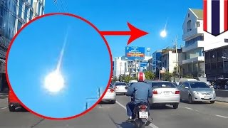 Meteor fireball falls from sky in Bangkok: dashcam video shows mysterious blazing object - TomoNews(BANGKOK — Video, captured on dashcam, shows a blazing fireball hurtling toward earth in the sky over Bangkok early Monday morning. Other amateur footage ..., 2015-09-09T08:28:59.000Z)
