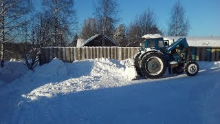 Уборка снега на ЛТЗ Т-40АМ с отвалом от трелевочника.