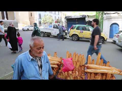 Algeria Alger Bread seller / Algérie Alger Vendeur de pain