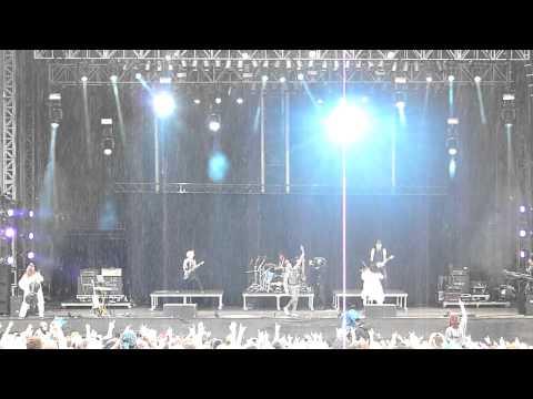 Skillet - Awake And Alive [Clip] (LIVE @ Download Festival 2014)