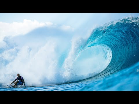 Kelly Slater Scores A Perfect 10 At The 2019 Billabong Pipe Masters