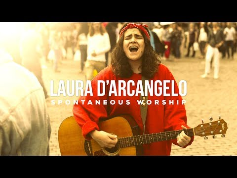 Laura D'arcangelo - Spontaneous Worship (Live at the Grand-Place) ft. Gionathan Loverde