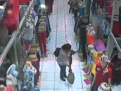 Resultado de imagem para imagem mulher ladra de roupas