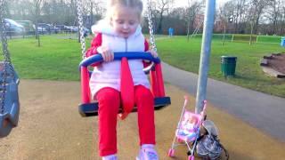 Кукла БЕБИ БОН НА ПЛОЩАДКЕ.Одеваем беби борн на прогулку. КАК МАМА.ИГРАЕМ С КУКЛАМИ.Видео для детей
