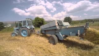 Пресс подборщик, тюкователь сена. stroysad.com.ua(На видео процесс тюкования сена с помощью прицепного пресс подборщика. Различают прессподборщики как мини..., 2015-07-29T07:02:22.000Z)