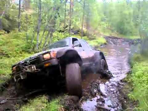 Glennnr LN105 Toyota Hilux 38 mudding deep