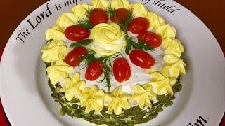 Закусочный торт с шпинатом и начинкой. Рекомендую попробовать, очень вкусно и красиво!