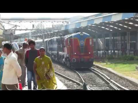 Rare parallel departures at Hubli and mega Alco honkfest!