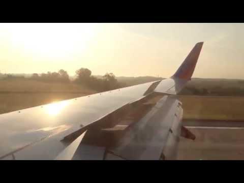 Southwest Airlines Boeing 737-700 Landing At Nashville International Airport