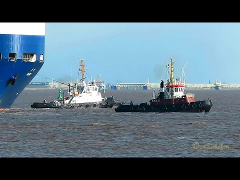car carrier HOJIN IMO 8916267 outbound Emden 2 tugs Autotransporter