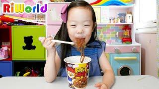 Pororo Noodle eating MUKBANG 뽀로로 짜장면 먹으며 놀기
